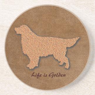 La vida del perro del golden retriever es de oro posavasos personalizados