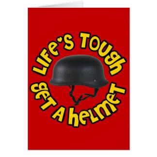 La vida dura consigue un casco tarjeta de felicitación