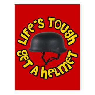 La vida dura consigue un casco tarjeta postal