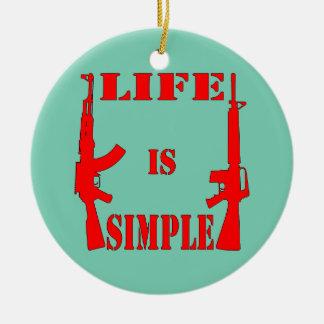 La vida es AK-47 simple AR-15 Adorno Navideño Redondo De Cerámica
