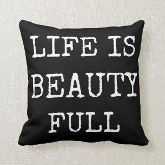 La vida es almohada negra de las palabras de la