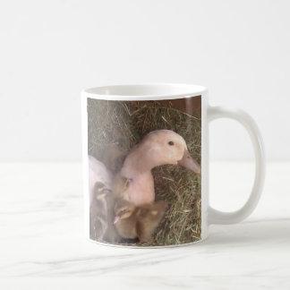 La vida es apenas ducky taza clásica