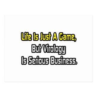 La vida es apenas un juego. La virología es seria Tarjeta Postal