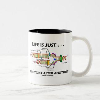 La vida es apenas… una torsión después de otra (la taza de dos tonos