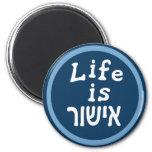 La vida es buena en hebreo imán redondo 5 cm