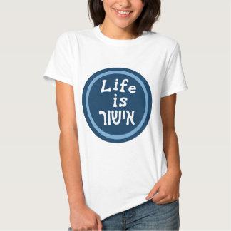 La vida es buena en hebreo playeras