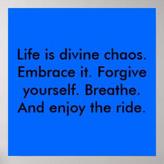 La vida es caos divino. Abrácela. Perdone el suyo… Póster