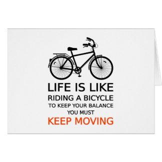 la vida es como montar una bicicleta, arte de la p tarjeta de felicitación