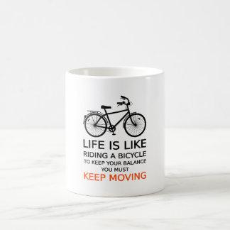 la vida es como montar una bicicleta, arte de la taza