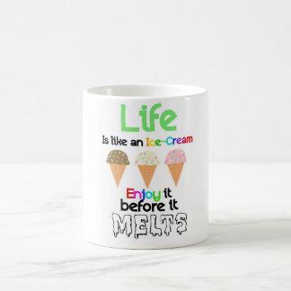 La vida es como un helado taza clásica