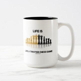 La vida es como un juego de ajedrez torcido (el taza dos tonos