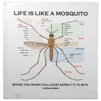 La vida es como un mosquito que le muerde cuando u servilletas