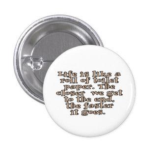 La vida es como un rollo del papel higiénico… pin redondo de 1 pulgada