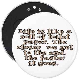 La vida es como un rollo del papel higiénico… pin redondo de 6 pulgadas