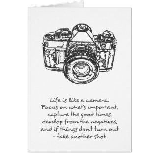 La vida es como una cita de la cámara, blanco y tarjeta de felicitación