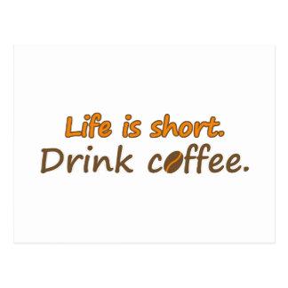 La vida es corta. Café de la bebida. (© Mira) Postal