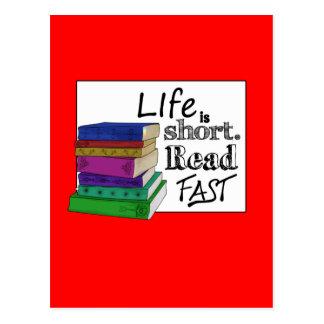 La vida es corta Lea rápidamente Postal