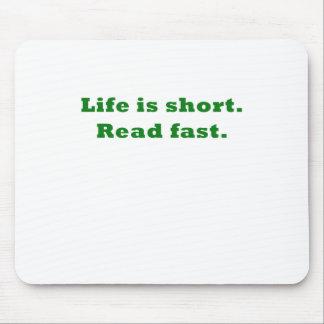 La vida es corta leída rápidamente alfombrilla de raton