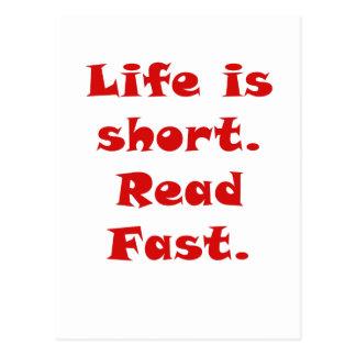 La vida es corta leída rápidamente tarjeta postal