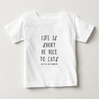 La vida es corta. Sea agradable los gatos (o ella Camisas