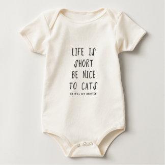 La vida es corta. Sea agradable los gatos (o ella Enterito