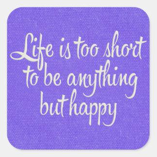 La vida es corta sea lona púrpura feliz pegatina cuadrada