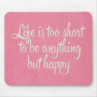 La vida es corta sea lona rosada feliz alfombrillas de ratón