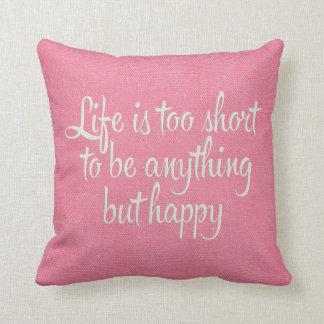 La vida es corta sea lona rosada feliz cojín decorativo