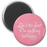 La vida es corta sea lona rosada feliz iman de nevera