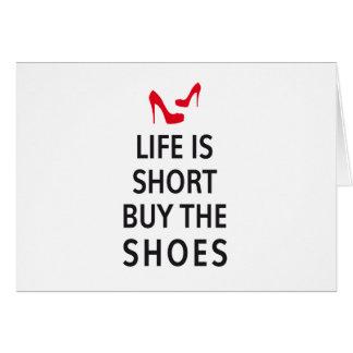 La vida es cortocircuito, compra los zapatos
