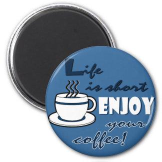La vida es cortocircuito goza de su café - azul imán redondo 5 cm