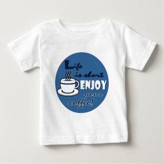 La vida es cortocircuito goza de su café - azul camisetas