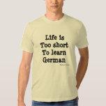La vida es demasiado corta aprender alemán remera