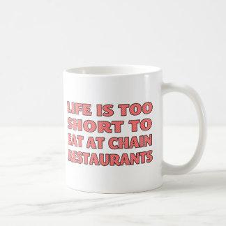 La vida es demasiado corta comer en los restaurant taza de café