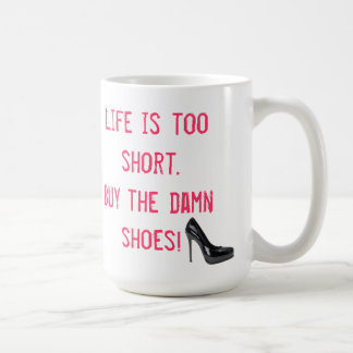 La vida es demasiado corta. ¡Compre los zapatos Taza De Café