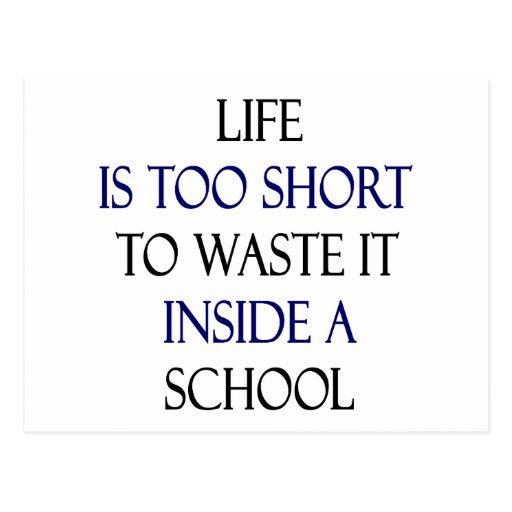 La vida es demasiado corta perderlo dentro de una  postal