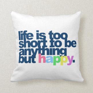 La vida es demasiado corta ser todo menos feliz cojín decorativo