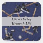 La vida es hockey calcomanía cuadradas personalizadas
