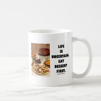La vida es incierta.  Coma el postre primer. Taza