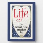 La vida es lo que le hacemos placa para mostrar