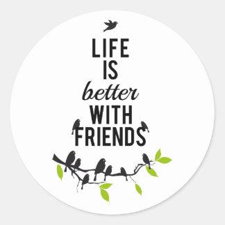 La vida es mejor con los amigos con los pájaros e etiqueta