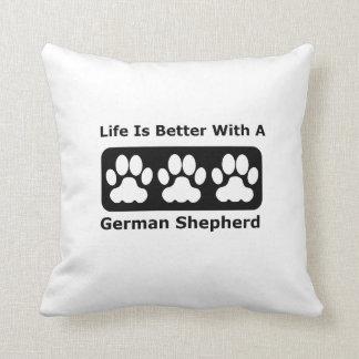 La vida es mejor con un pastor alemán cojín