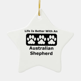 La vida es mejor con un pastor australiano adorno navideño de cerámica en forma de estrella