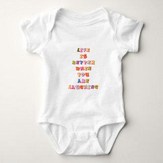 """La """"vida es mejor cuando usted """" con referencia a body para bebé"""