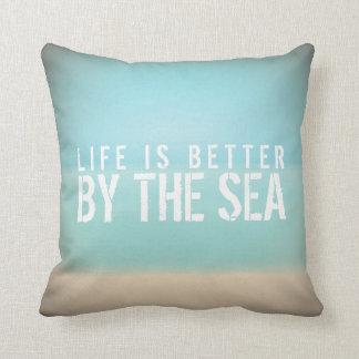 La vida es mejor por la almohada del cuadrado de l