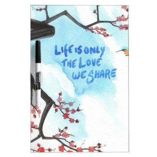 La vida es solamente el amor que usted comparte tablero blanco
