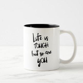 La vida es taza moderna dura de la caligrafía