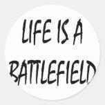 La vida es un campo de batalla pegatina redonda