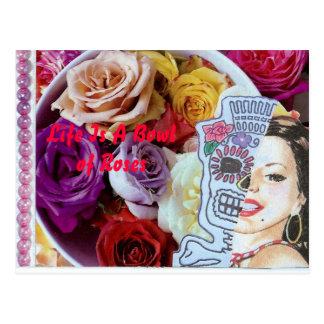 La vida es un cuenco de rosas tarjeta postal