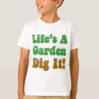 La vida es un empuje del jardín él playera